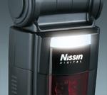 Blesk Di866 Mark II je vybaven malým pomocným zábleskovým reflektorem