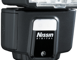 LED světlu u blesku Nissin i40 love mini